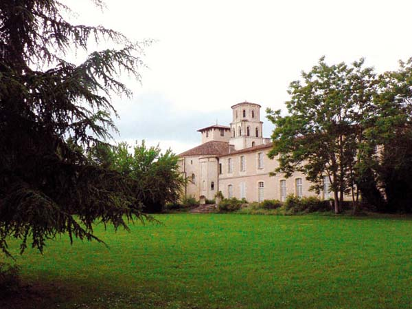 Abbatiale et Abbaye de Vertheuil-Médoc